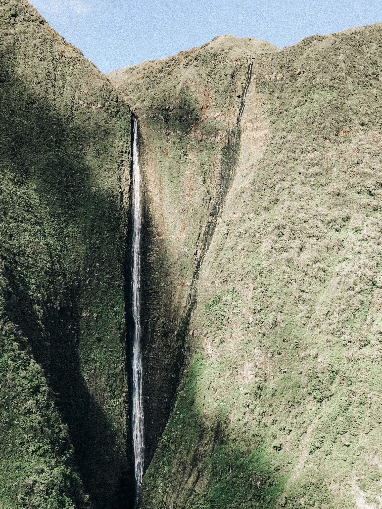 Helicopter tour Maui: Views of Molokai and the world's tallest sea cliffs